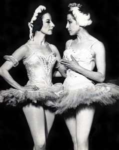 Alicia Alonso y Maya Plisetskaya (imagen tomada de Cubaencuentro.com
